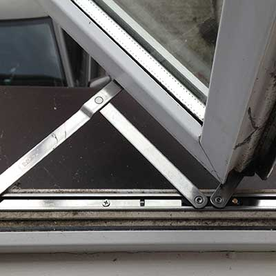 Reparatii geamuri si usi termopan